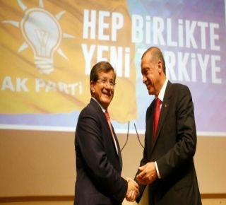 صمد أمام أعتى الهجمات.. داود أوغلو صانع السياسات التركية