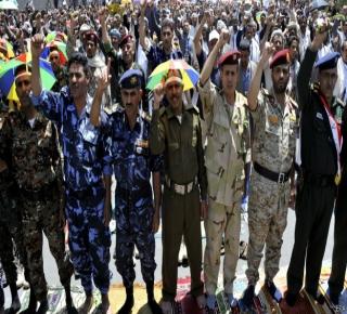 حقائق عن الثورة المضادة في اليمن.. لماذا سهلوا مهمة الحوثي؟