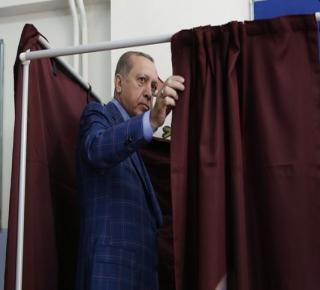 مخاوف من التفرد والتضخم: الجيش التركي هو الخاسر الأكبر من الاستفتاء الأخير