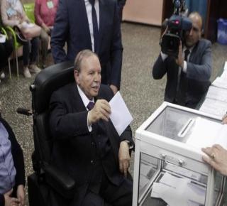 العسكر أنقذ السلطة الجزائرية من المقاطعة: الجنود صوتوا بلباس مدني؟