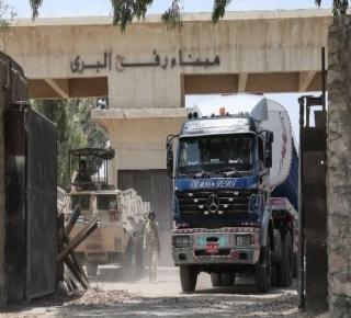 مصر السيسي تسحب تدريجيا ملف حماس من قطر بتمكين دحلان من غزة