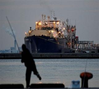 ضربة موجهة للمحاصرين: لماذا تعزز قطر إنتاجها من الغاز؟