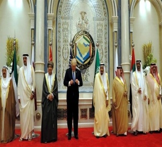 لابتزاز الطرفين ماليا وسياسيا: إدارة ترامب لا تريد لأزمة قطر مع السعودية أن تنتهي سريعا