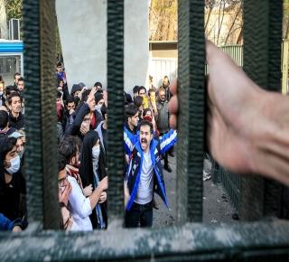 حلَ الفساد محلَ الثورة: انتفاضة فقراء إيران فاجأت الملالي والمثقفين والمعارضين