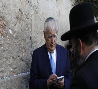 السفير الأمريكي في تل أبيب ليس مجرد صهيوني متعصب: يدعم تنظيمات فاشية تتبع لحركة
