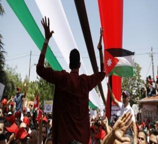 اقتصادها ضحية الفساد الداخلي والحسابات الإقليمية: الأردن تحت ضغط الشارع وملكيات الخليج