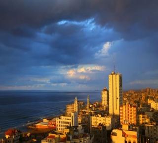 لا ترى بديلا لها الآن لحكم غزة: إسرائيل تريد حماس قوية بما يكفي للسيطرة على الوضع وليس لمهاجمتها