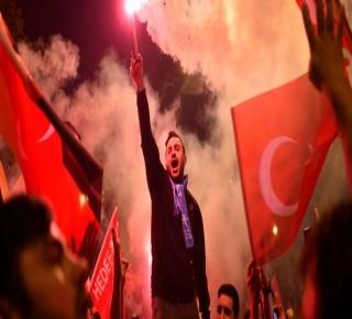 كيف حصلت الغلبة: الأتراك السنة، قوميين وإسلاميين ساندوا، حزب أردوغان