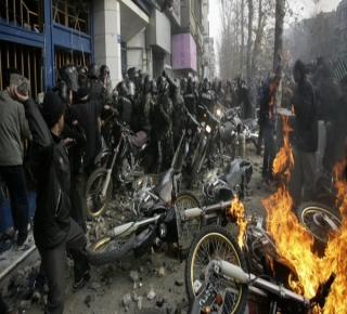 لم تصل الاحتجاجات إلى مستوى التهديد الحقيقي: النظام الإيراني لا يبدو أنه سينهار سريعا أو قريبا
