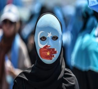 مستقبل 10 ملايين من الأويغور يبدو قاتما: تواصل الصين حملتها الوحشية ضدهم والعالم الإسلامي يتفرج