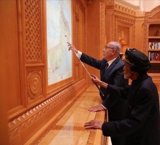 نتنياهو في ضيافة سلطان عُمان: هدف الزيارة