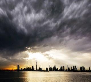 تراجع سوقها المالي والأجانب يغادرون: الصراع في الخليج يضر بدبي