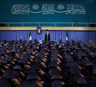 أكثر انضباطا واندماجا مقابل فوضى خصومها: تتمتع إيران بميزة كبيرة في معركة