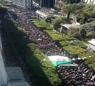 تراهن على خداع الحراك الشعبي وإنهاكه: العصابة الحاكمة في الجزائر تتحدى الجماهير