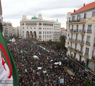 السلطة الفعلية في أيدي قادة العسكر: القادم أصعب وأكبر اختبار لوعي الثورة الجزائرية