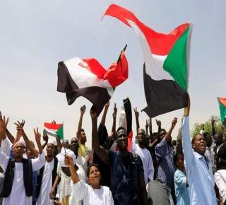 ضغط الشارع متواصل: السعودية والإمارات تدفعان نحو إبقاء السودان تحت سيطرة الجيش