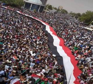 الحسابات السياسية للنظام العسكري السوداني: كيف أُطيح بدكتاتور السودان