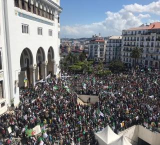 حراك الجزائر في مواجهة