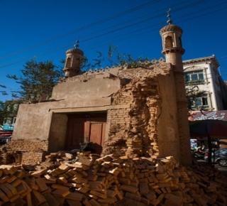 لطمس الهوية الإسلامية لشباب اليوغور: الحكومة الصينية تهدم المساجد في