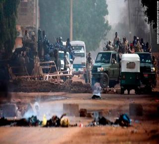 أوقفوه من دون ضمانات: الإنهاء المفاجئ للإضراب أبرز ضعف ممثلي الثورة السودانية