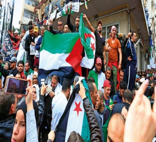 ثورتا السودان والجزائر: مطالب جزئية بتغيير واجهة الحكم أم تحرير الشعب من الوصاية؟