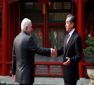 لعبة الصين العظيمة في إيران: طهران تحتاج إلى صديق، ولكن قد تكون بكين خطرة