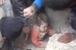 إخراج طفلة حية من تحت الأنقاض في حي المعصرانية (حلب) 22 / 1 / 2014